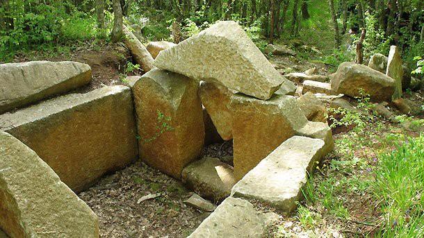 Пътека към тракийски могилен некропол в местността Пропада
